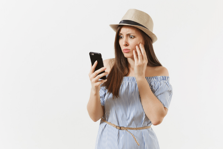 Person locked in on their cell phone | Innovate Building Solutions | Innovate Builders Blog | #TradeShows #CellPhoneUse #PersonOnPhone #EventShows