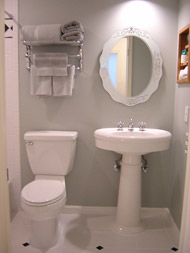 small bathroom remodel using a pedestal sink in cleveland